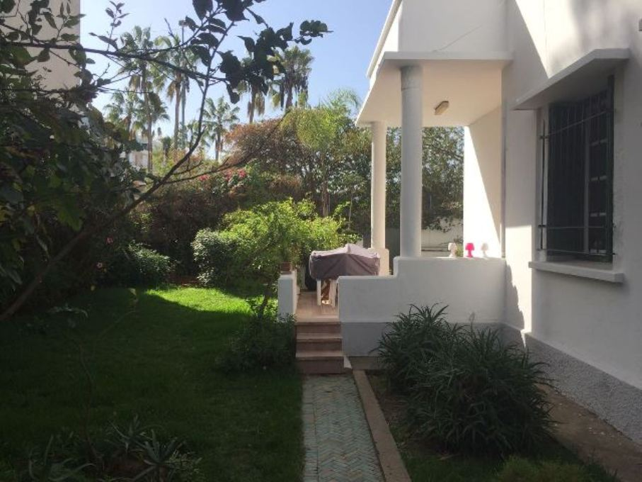 A louer villa avec piscine à Agdal à Rabat