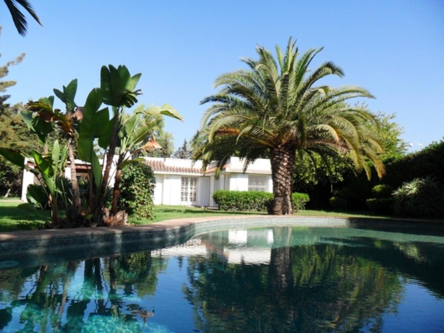 Villa à louer avec piscine  et chauffage à Souissi RABAT à 25000dh