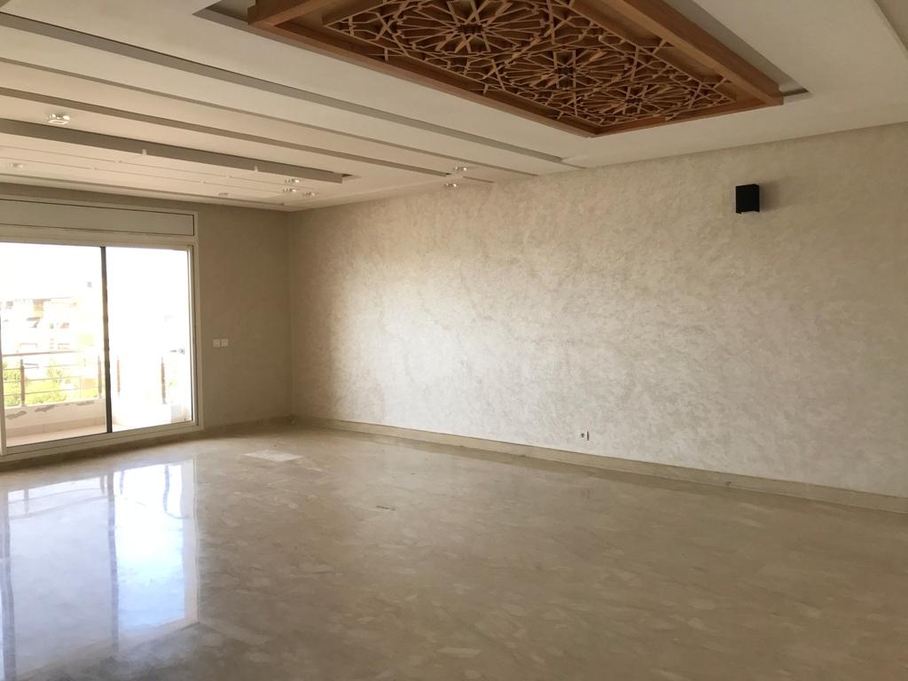 Appartement neuf à louer à Rabat, moderne avec terrasse dans le Haut Agdal