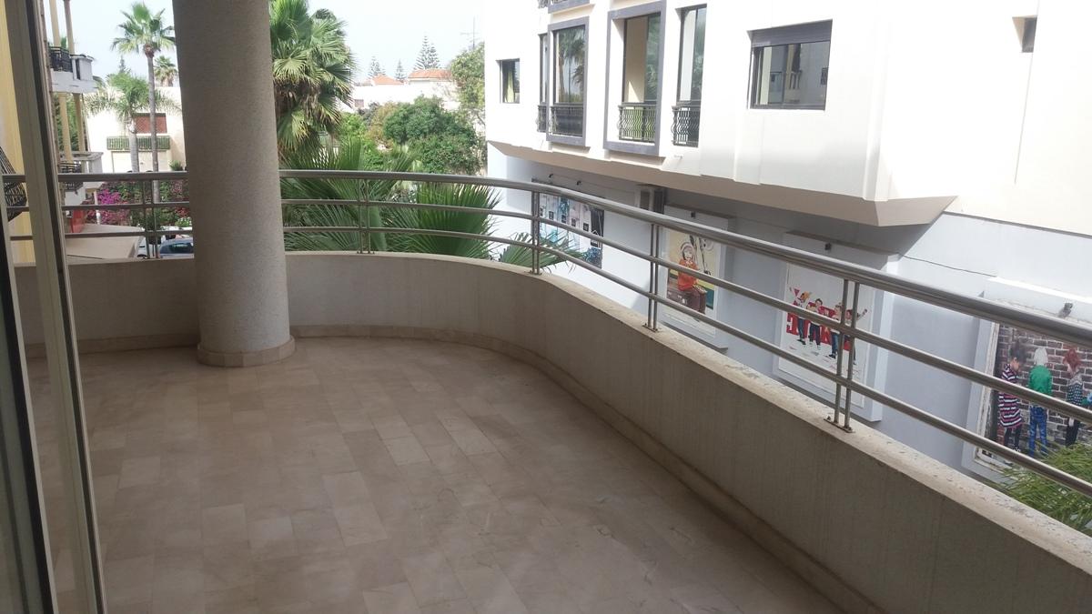 A louer appartement vide de standing avec terrasse à Hay Riad à Rabat :