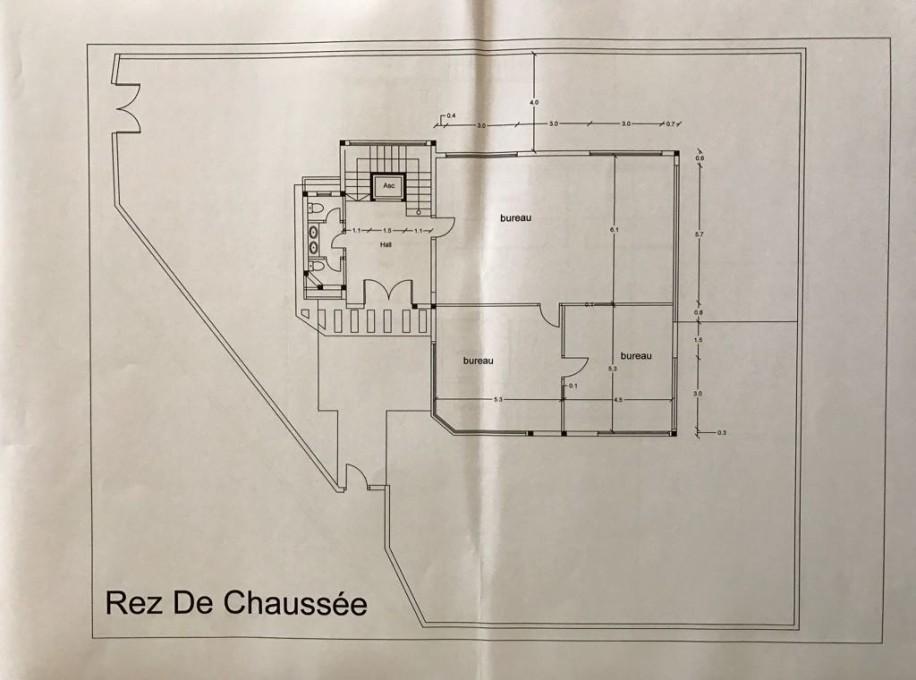 Rez de chaussée : 2 Bureaux, salle de réunion, 2 salles d'eau