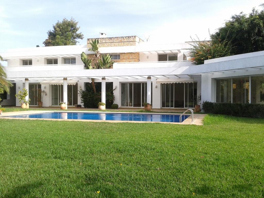 A louer à Rabat villa de prestige à Bir Kacem Souissi