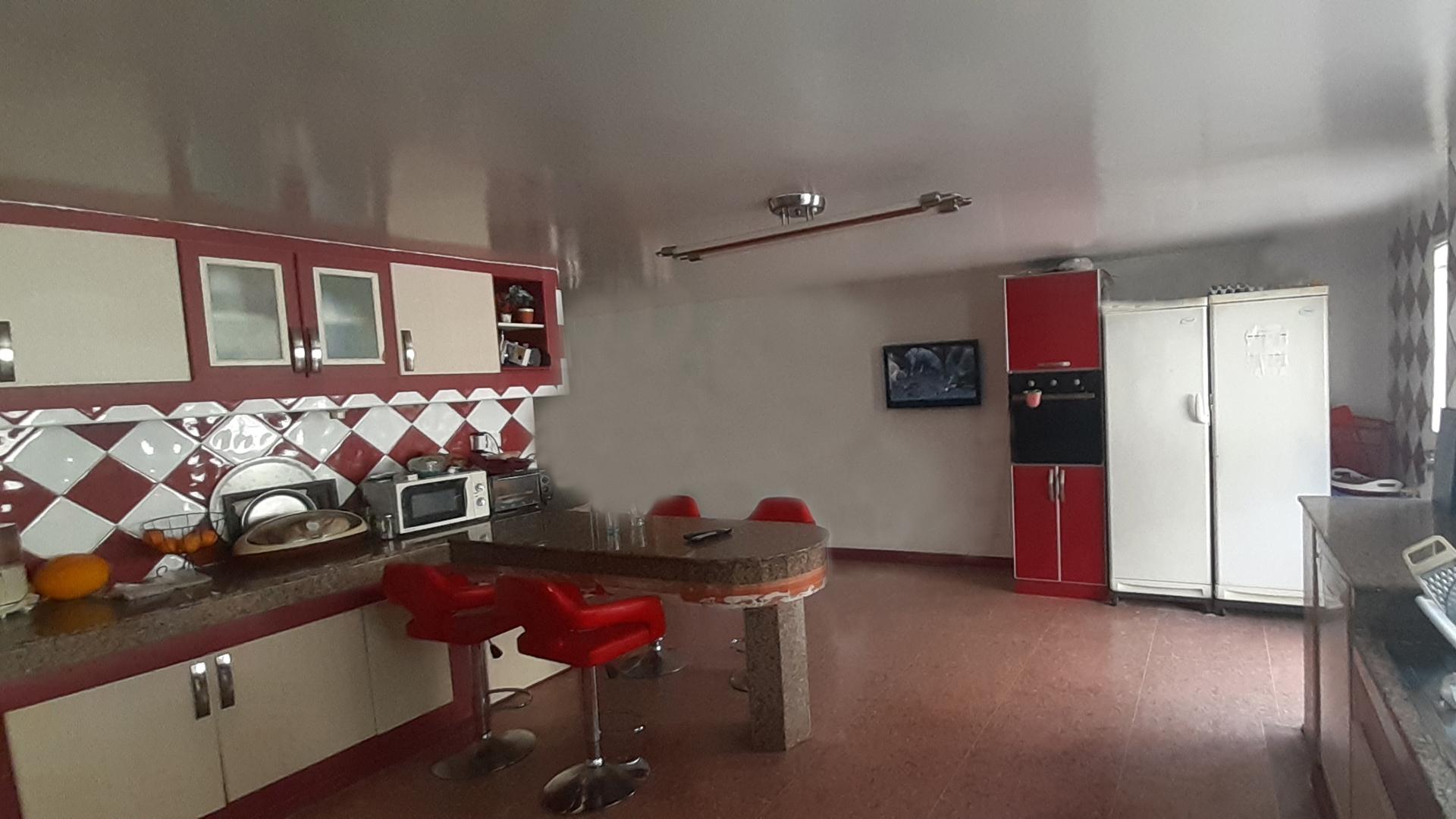 Villa 202 m meublée à vendre sur Avenue Annakhil Hay Riad